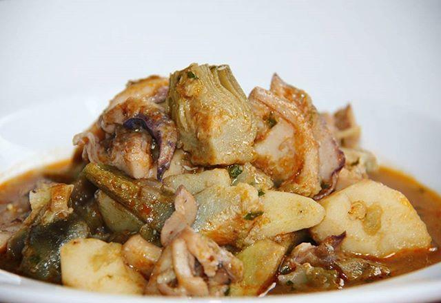 Sípia estofada amb carxofes. La recepta a: http://ift.tt/2C81PGT #benremenat #gastronomia #recepta #ebreactiu #terresdelebre #cuina