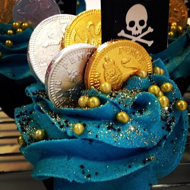 I want to make these! Someone, please, give me a good excuse!  Aaaarr Pirate Cupcake by Parklife Cafe