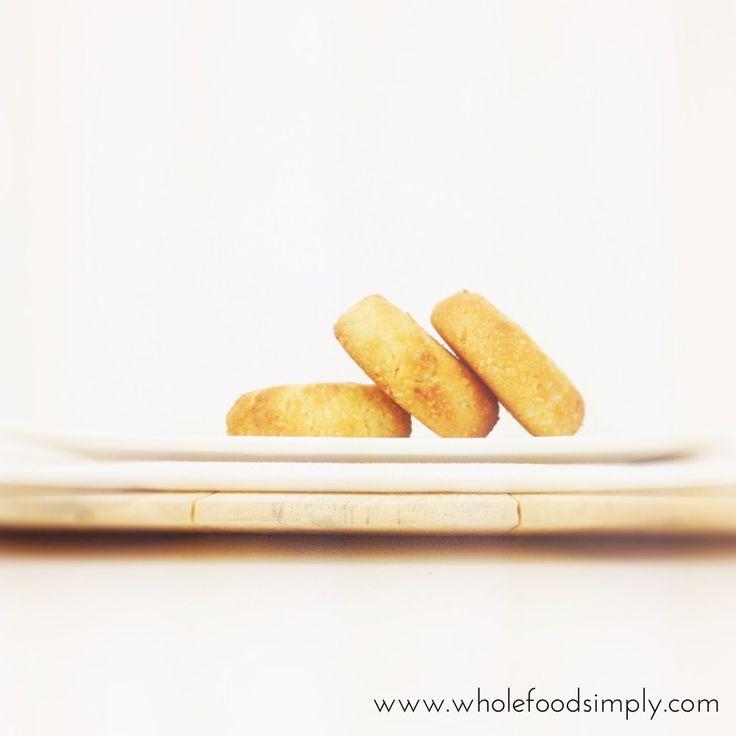 Lemon & Macadamia Shortbread.  Quick, easy and delicious!  Free from gluten, grains, dairy, eggs and refined sugar.  Enjoy!