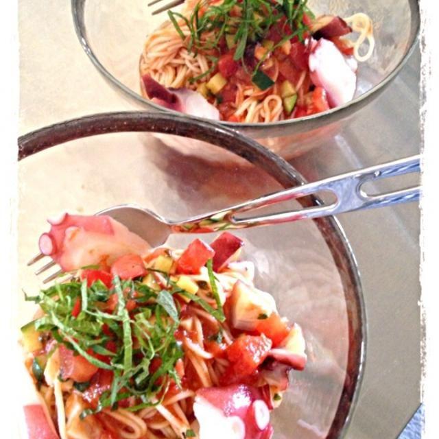 麺は、冷麦で冷製カッペリーニ風♪です!Sasaちゃんのサルサソースに、さらにとタコとズッキーニソテーをプラス 夏にピッタリの栄養たっぷり冷麦が出来ました〜Sasaちゃん♡家族にも好評でした✨ありがとうございます✨ - 91件のもぐもぐ - Sasaちゃん♡の手作りサルサソースで冷製カッペリーニ風♪ by hirominno