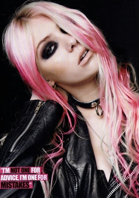 Cheers for Taylor Momsen. Ds➡@erikaevans5245