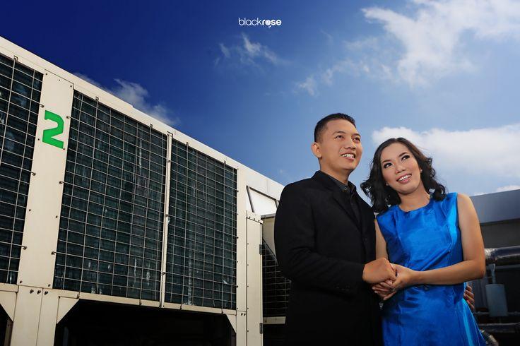 Yoan & Adit  #couplepictures #preweddingphoto #rooftop #sky #building #outdoor #blackroseconcept #blackrosepictures