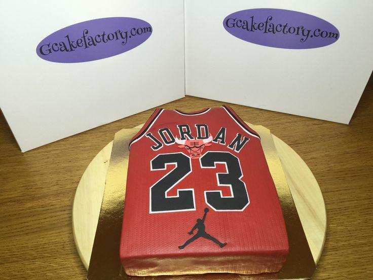 Gâteau Maillot de Basket ball Michael JORDAN Réalisé pour célébrer l'anniversaire d'un jeune prince. Vous l'aurez tous reconnu il s'agit du maillot de la légende vivante du basket Michael JORDAN et de son fameux numéro 23. La star des Chicago Bulls avec...