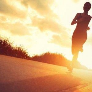 """D-vitamin för bättre prestation vid träning. Tillskott av D-vitamin kan förbättra träningsresultaten och sänka risken för hjärtsjukdom, enligt en ny förstudie. D-vitamin som är både ett vitamin och ett hormon, hjälper till att styra kalcium- och fosfatnivåerna i blodet och är grundläggande vid bildningen av skelett och tänder. """"vår studie antyder att kosttillskott av D-vitamin kan förbättra den fysiska konditionen och minska hjärt-kärlsjukdomars riskfaktorer, t ex högt blodtryck"""""""