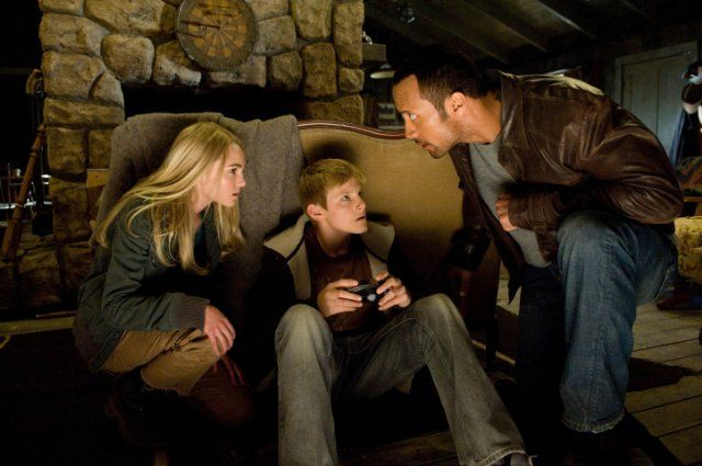 Still of Dwayne Johnson, AnnaSophia Robb and Alexander Ludwig in Race to Witch Mountain (2009)