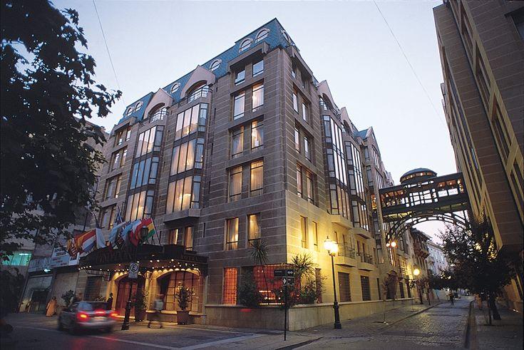 Hotel Fundador, situado en el centro de la ciudad de Santiago de Chile, a pasos de los principales puntos turísticos y de las estaciones de metro. #hotel #travel #chile #travelchile #city #santiago #vacations