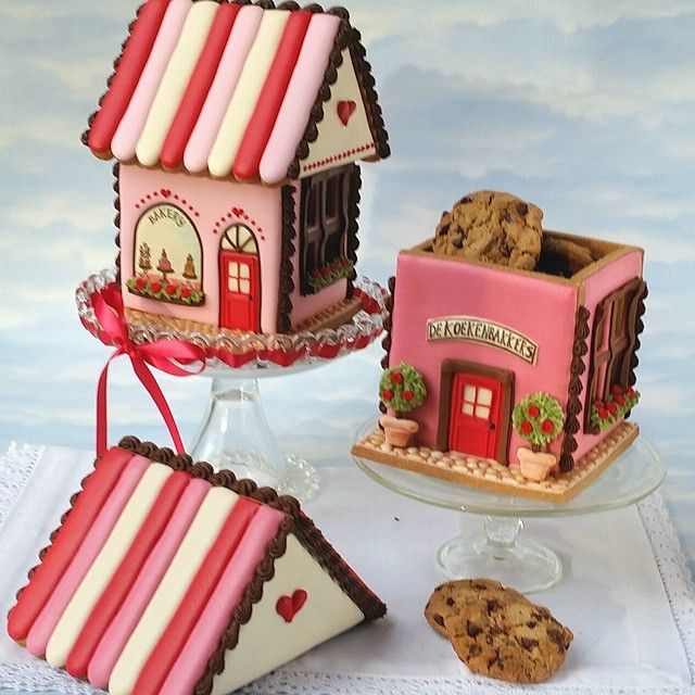 Gingerbread House Cookie Jars decorated with Royal icing. I made a tutorial for Dutch Cake Decorating Magazine Mjamtaart and designed the Cookie Cutter Set for our shop (link in profile).