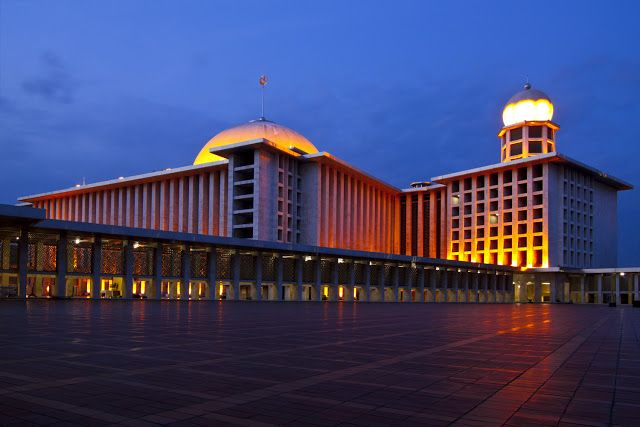 Indahnya Masjid Raya nan Megah di Kawasan Indonesia - WARNA UNYU