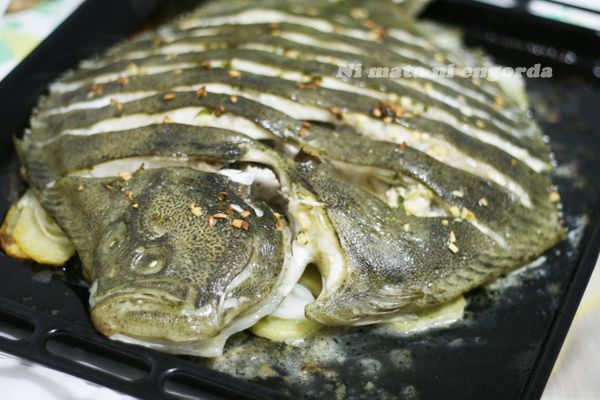 Rodaballo al horno. Una sencilla receta para preparar este pescado tan delicioso, que podemos encontrar salvaje o de acuicultura.