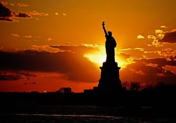 The Sunsets Behind the Statue of Liberty in New York | Picfari.com