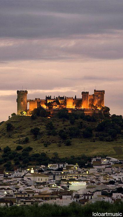 CASTLES OF SPAIN - El castillo de Almodóvar del Río es una fortaleza de origen…