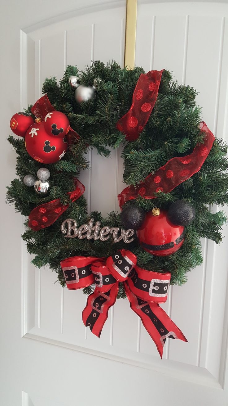 How To Make Your Own Disney Holiday Wreath!