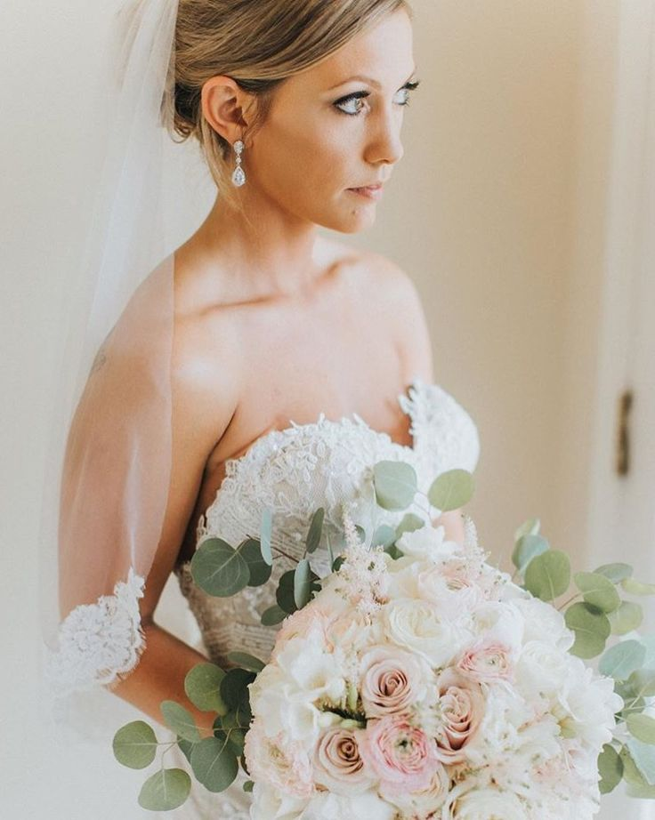 Such a stunning bride. We loved being a part of Erica's wedding day and making her bridal bouquet!