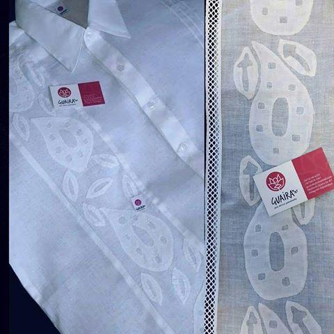 Los hombres panameños también cuentan con detalles étnicos para vestir en Guaira by J&T!👑 Camisa confeccionada en tela de hilo con detalle trabajado en técnica #talcoensombra y trencilla de hilo, se confeccionan por pedido con diferentes diseños de bordado para mantener en cada pieza un toque de exclusividad!! #camisa #camisilla #bordados #bienpanameño #moderno #elegante #paraellos #PanamáStyle #Panamá #viernesdecamisas #creativasproduciendo #creandoestilos #somosPanamá #somosloquesomos…