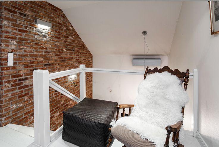 Sisustustiilistä  tehty seinä tuo mukanaan lämpöä ja hieman rustiikkista tunnelmaa kotiin. Klikkaa kuvaa, niin näet tarkemmat tiedot.
