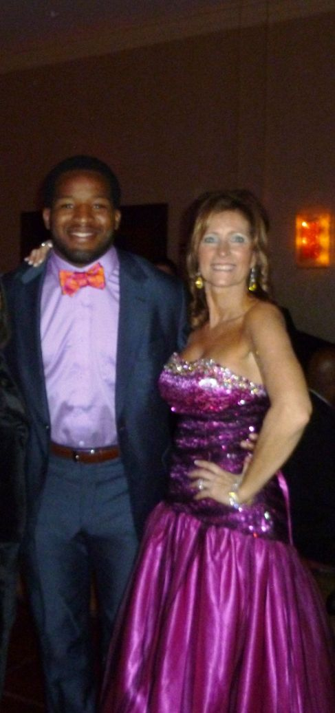 Washington Redskins Runningback Alfred Morris and Carolyn Cole-Rodenburg Founder of the IIIB's Foundation
