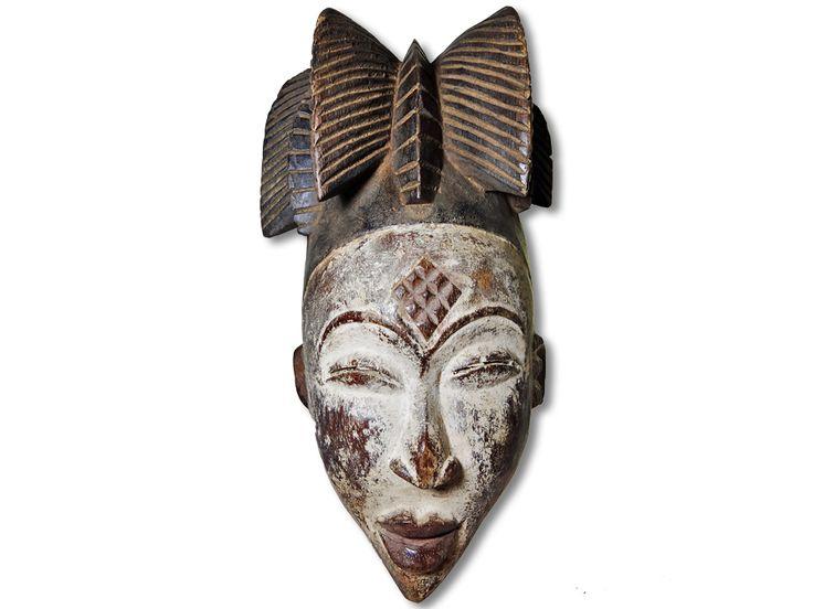 Das Angebot bezieht sich auf eine wunderschöne afrikanische Maske der Punu. Die afrikanische Punu Maske wurde in liebevoller Handarbeit aus Holz gefertigt und das Gesicht mit weißen Farbpigmenten verziert. Die wunderschöne afrikanische Maske der Punu hat eine Höhe von ca. 34cm. Bestellen Sie jetzt und erfreuen Sie sich schon in Kürze an diesem Produkt.#afrikanischeMaskederPunu #afrikanischePunuMaske #afrikanischeDeko #afrikanischeDekoration #AfricanArt #AfrikaDeko