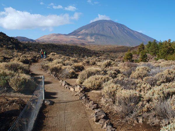 Vistas de el Teide desde el comienzo del sendero de La Fortaleza.en el Parque Nacional del Teide
