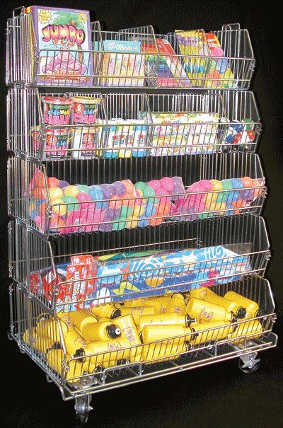 bulk basket son exhibidores metálicos donde se exponen los productos de forma desordenada o a granel, para crear sensación de oferta o precio bajo.