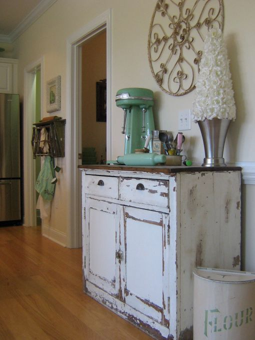 I love this!Cottages Style, Sweets, Shabby Kitchens Cabinets, Kitchens Accessories, Old Cabinets, Green Jadite, Country, White Kitchens, Vintage Decor