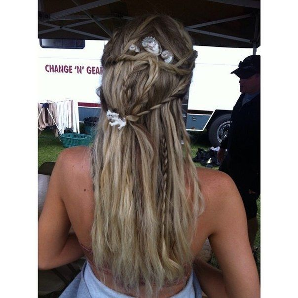 mako mermaids one of the hairstyle for sirena in season