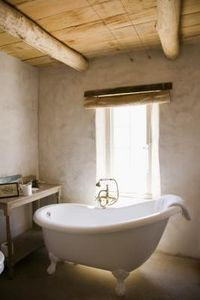 How to Redo a Clawfoot Tub: Claw Tubs, Dream Bathtubs, Old Bathtubs, Clawfoot Bathtubs, Country Bathroom, Rustic Bathroom, Clawfoot Tubs, Shabby Chic Bathroom, Claw Foot Bathtubs
