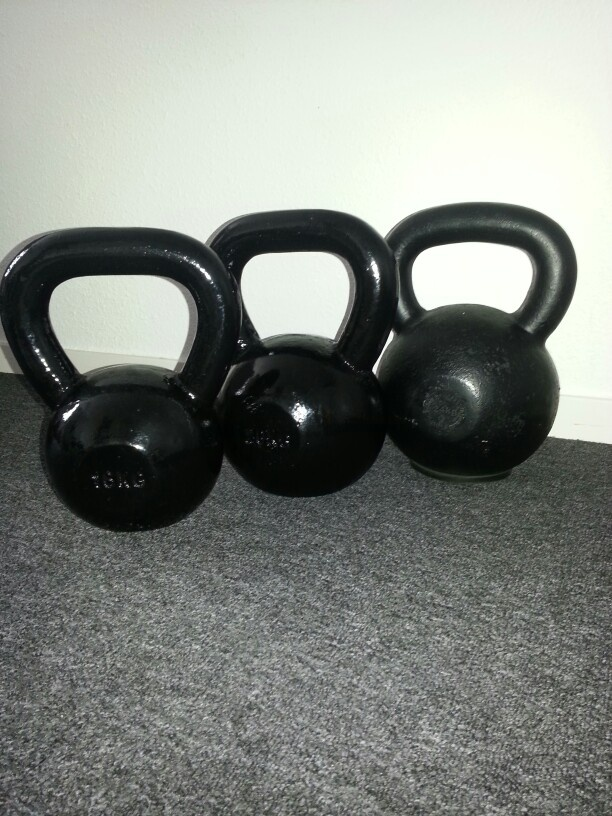 Did my work-out for 2day with my 3 babes #16kg #20kg #24kg #kettlebell