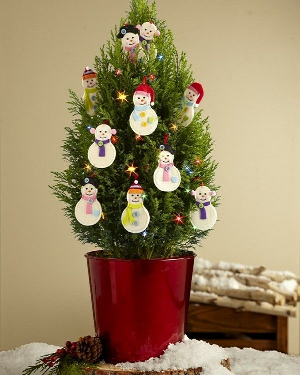Decorating A Small Christmas Tree