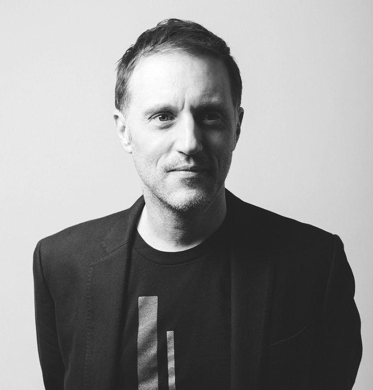 PETER MENDELSUND. Ilustrador, diseñador editorial estadounidense. Ha publicado más de medio millar de cubiertas de libros en la década pasada.