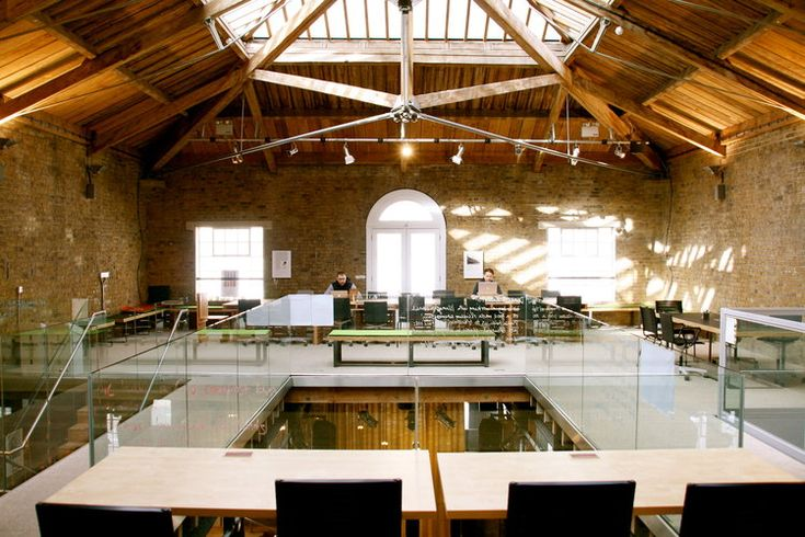 Hub Kings Cross  00 were commissioned as the architects of Hub Kings Cross. An exemplar design of the world's first Social Entrepreneurs Members Club - a bespoke designed workspace solution that caters for a growing international community of social entrepreneurs. The 350m2  meeting and conference space, events gallery, restaurant, bar and drop in business services  is located in a Grade II listed industrial building.