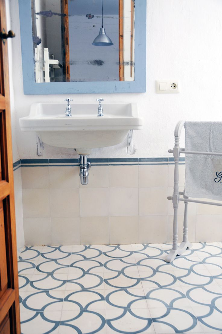 17 best images about ba o bathroom on pinterest for Paredes blanco roto