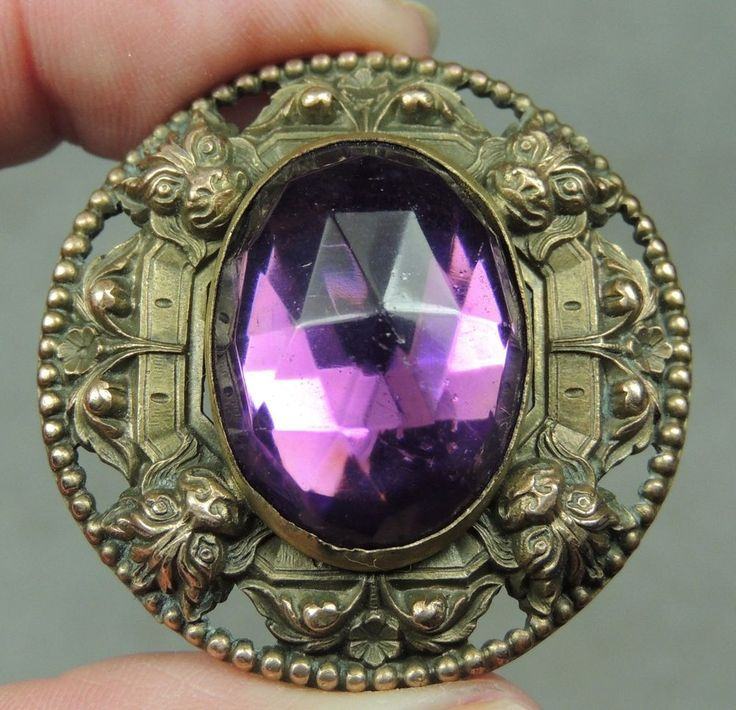 STUNNING BRASS BUTTON W/ FACETED AMETHYST GLASS JEWEL GAY 90's METAL CAT BORDER