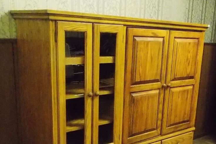 Used Solid Oak Entertainment Center in excellent condition