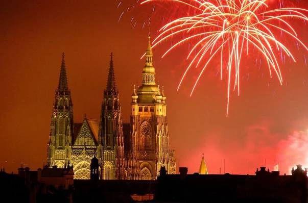 Nový rok v Praze - Večerní českou metropoli každoročně 1. ledna ozáří působivý ohňostroj,…