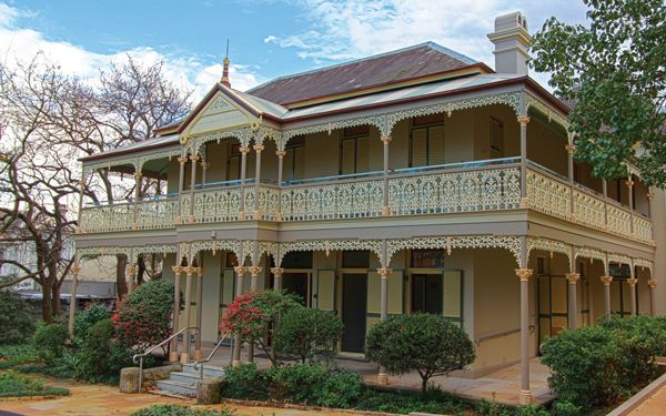abutterflycaught:  Every time I am in Sydney, I pay a visit to this lovely heritage style mansion for high tea. It's only around the corner ...