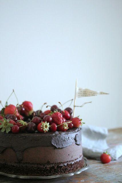 torta al latte caldo e cacao nella pentola fornetto