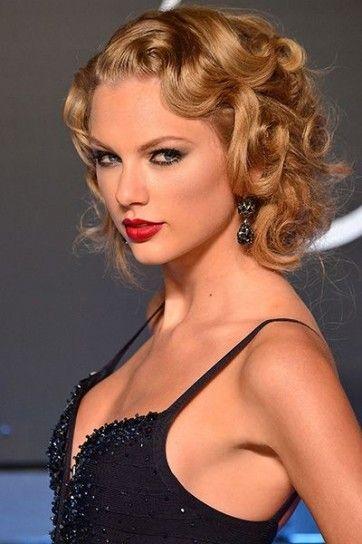Taylor Swift beauty look.I ricci si trasformano anche in morbide e voluminose onde per l'inverno 2014.