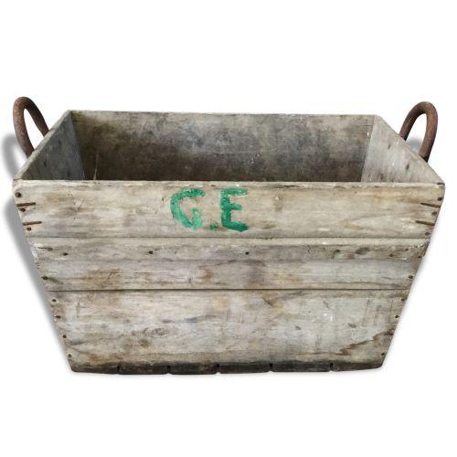 http://www.brocantelab.com/decorer/accessoires-vintage/caisses-en-bois/caisse-a-vendanges.html