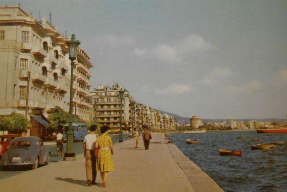 της Κύας ΤζήμουΑπό την 3ο-4ο αι. μ.Χ. η Θεσσαλονίκη ανέπτυξε έντονη εμπορική δραστηριότητα και δημιουργήθηκαν δύο λιμάνια στις δύο απολήξεις του θαλάσσιου τείχους της: το εμπορικό στη δυτική πλευρά (περιοχή στα ΝΔ του Ναού του Αγίου Μηνά) και το βασιλικό στην ανατολική (στον άξονα της σημερινής οδού Δημητρίου Γούναρη). Νέες ...