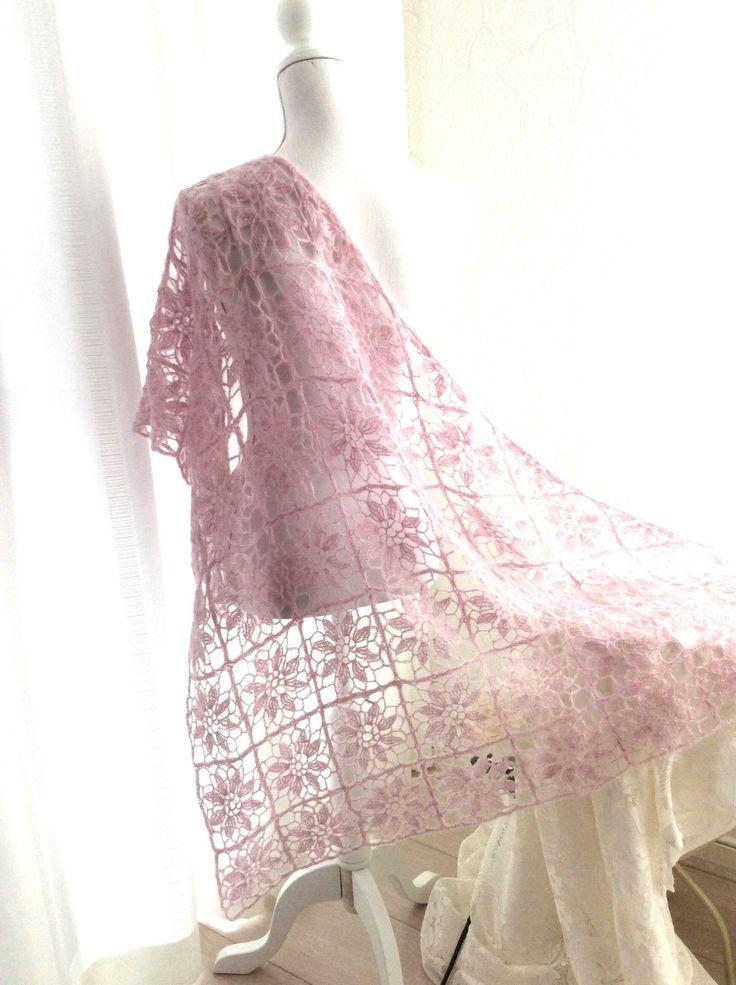Een persoonlijke favoriet uit mijn Etsy shop https://www.etsy.com/nl/listing/470703270/gehaakte-roze-omslagdoek-sjaal-fijn