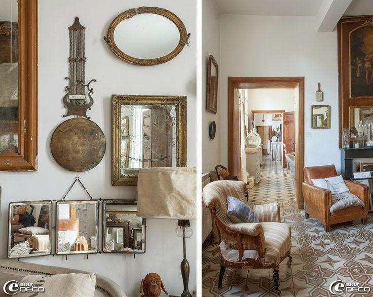 Pour décorer le mur d'un salon, miroir triptyque de voyage, cadre doré, miroirs, balancier de comtoise