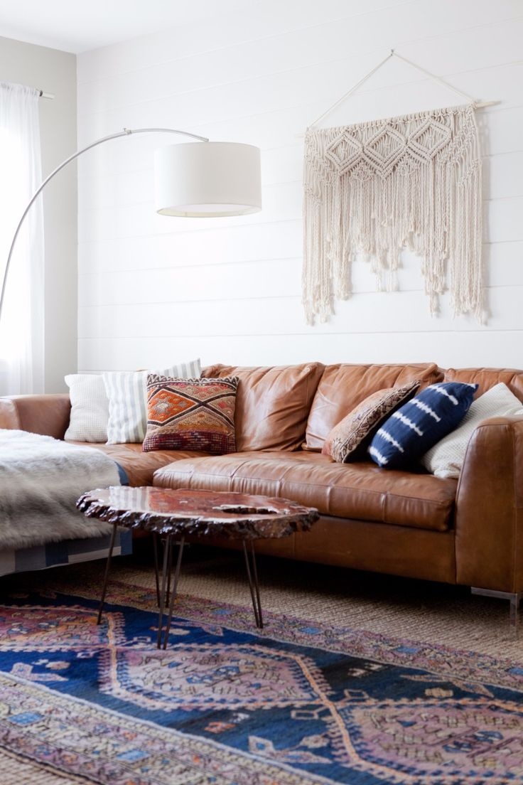 How To Choose The Perfect Modern Sofa Design To Your Living Room  Modern Sofa Design | Modern Sofas |  Design Trends #modernsofadesign #modernsofas #designtrends    More@http://modernsofas.eu/2017/12/22/choose-perfect-modern-sofa-design-living-room/