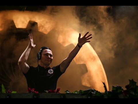 This dj is just superb! <3 the levels created throughout; the whole hour is just an experience!Tomorrowland 2014 | Tiësto full set Weekend 2
