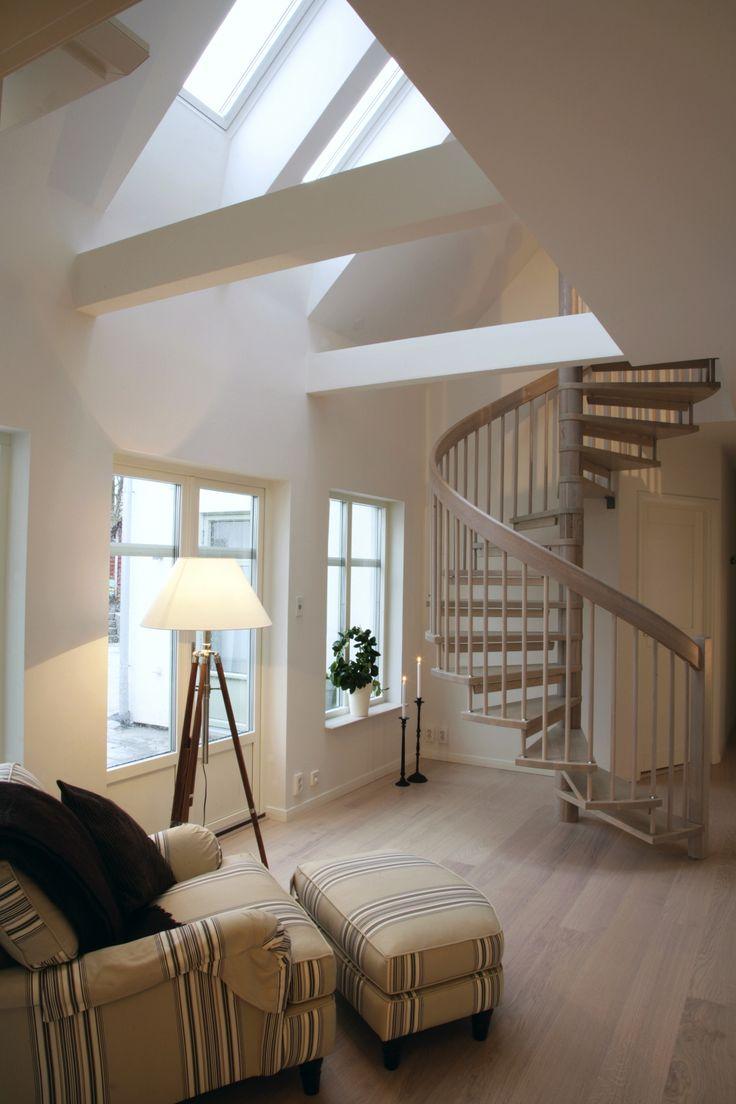 Att promenera runt i detta Country Homes-hus är som en inspirationsresa bland ryggåstak, spiraltrappa, öppna ytor och mycket ljus.
