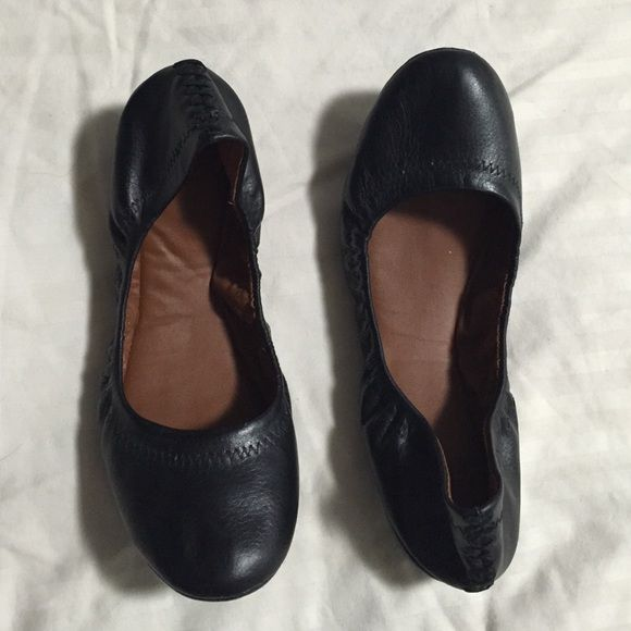 NEW Lucky Brand Ballet Flats Size 7.5 These wardrobe basics are new (without tags) and never have been worn outside. I don't have the box but will be sure to pack it up safely to arrive at your home! Everyone needs a pair of black flats! Maybe a Lucky pair?  Lucky Brand Shoes Flats & Loafers