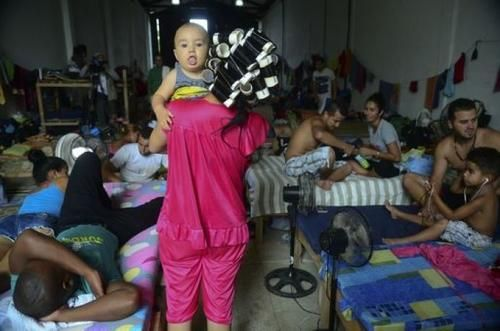 Cronaca: #Migranti i #numeri dell'Onu: in fuga 653 milioni di persone (link: http://www.tuttosulinux.com/cerca-prodotto/newsitem/113221/Cronaca-Migranti-i-numeri-dell-apos-Onu-in-fuga-65-3-milioni-di-persone.html )