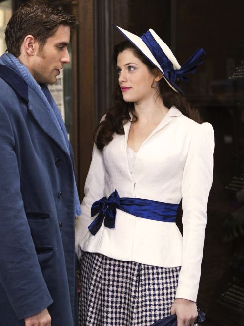 Oliver Jackson-Cohen as Jonathan Harker and Jessica De Gouw as Mina Murray in Dracula (TV Series, 2013).
