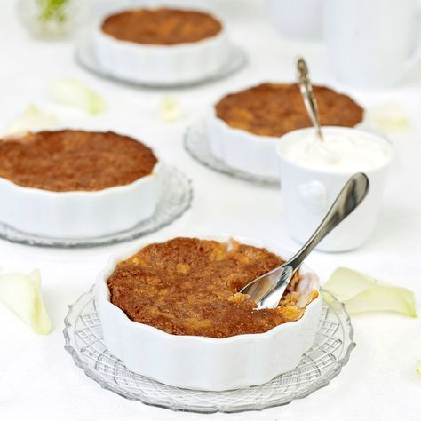 Knäckig rabarberpaj. Smakar ljuvligt med vaniljglass, vaniljsås eller lättvispad grädde.