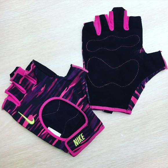 NIKE Women's Workout Gloves LARGE NIKE Women's Workout Gloves... Used once. In GREAT condition! Size Women's Large. Perfect for weight lifting or obstacle course races. Nike Accessories Gloves & Mittens