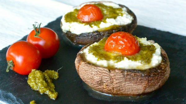 Gevulde portobello met Hüttenkäse en pesto - Foodness - good food, top products, great health